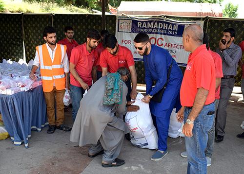 Naseeb Abbas with the kort team distribution